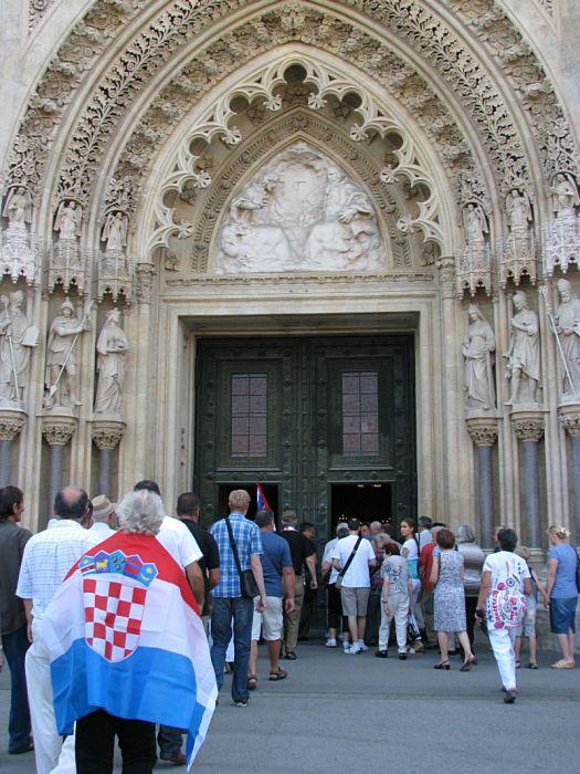 Dan pobjede u Zagrebu 2012. - mimohod branitelja - Zagrebačka katedrala