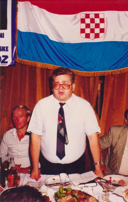 Dr. Sreter na jednoj od osnivackih skupstina