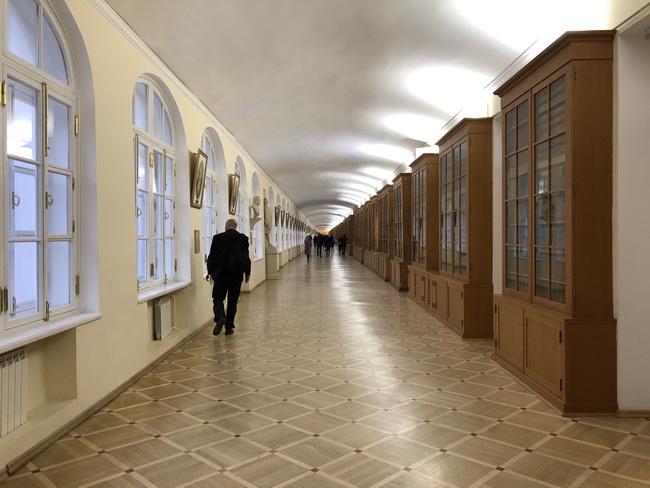 07 Hall