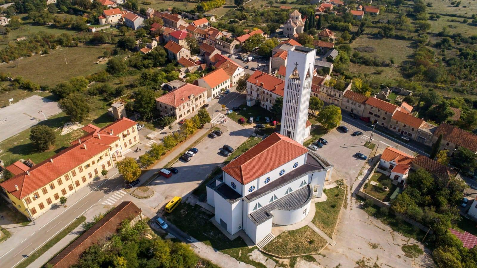 Kistanje Crkva