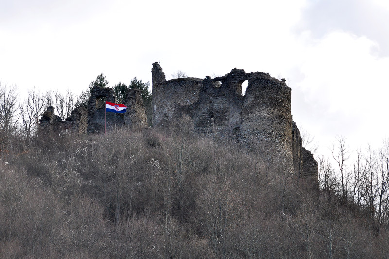 https://www.hkv.hr/images/stories/Slike05/GVOZDAN_KASTEL/2_Castle_Gvozdansko_Croatia.jpg
