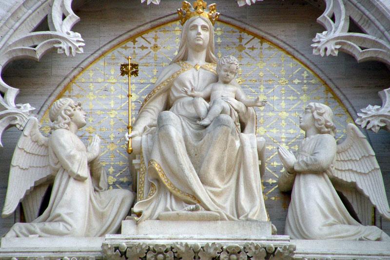 https://www.hkv.hr/images/stories/Slike05/KATEDRALA_1/73_Bogorodica_s_djetetom_Isusom_i_anelima_katedrala.jpg