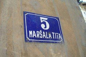 Ulica Marsala Tita tabla znak naziv 670x446